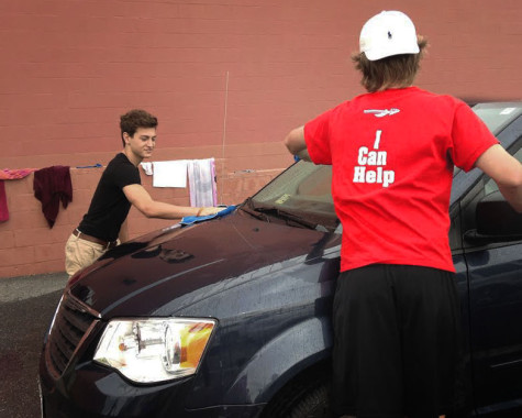 Class of 2017 hosts car wash: Photo of the Day 09/26/2015