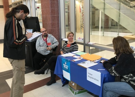 League of Women Voters help students register to vote: Photo of the Day 2/29/16