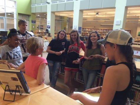 Constitution Day: Students test their knowledge in the media center: Photo of the Day 9/17/16