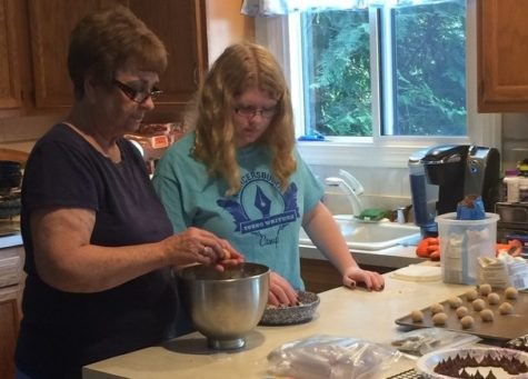 Baking cookies with grandma: the sweetest gift
