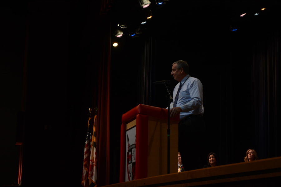 Tom Hawthorne provides his advice to the Class of 2020 during the Distinguished Graduate Ceremony