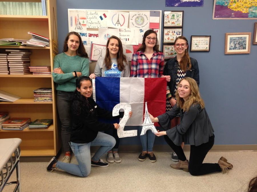 (top left to right) seniors Leigh Rankin, Michelle Carter, Megan Leyh, Madeline Wodaski (bottom left to right) Lilliana Lopez, and Emily Jones celebrate 21 more days.