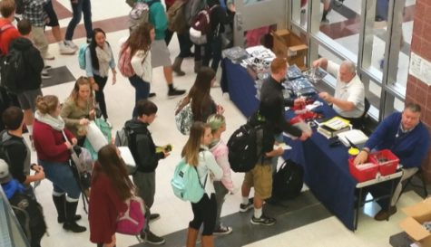 Seniors prepare for graduation by placing order for caps and gowns: Photo of the Day 10/27/16
