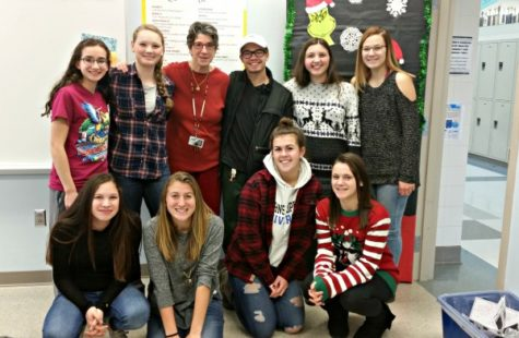 Spanish honor society celebrates the holiday season with a feast: Photo of the Day 12/23/16