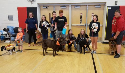 Students show off their pets at the dog show.