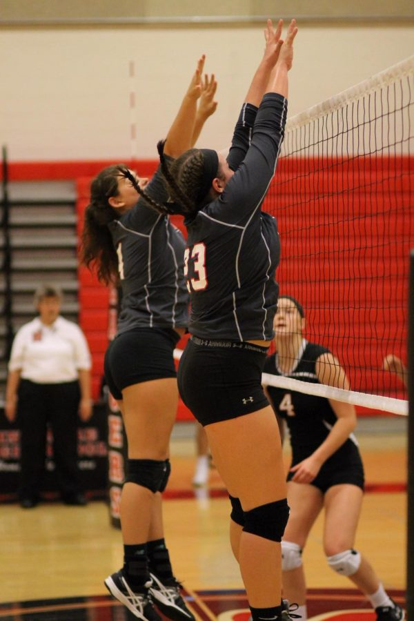 Maddie+going+up+for+a+block.