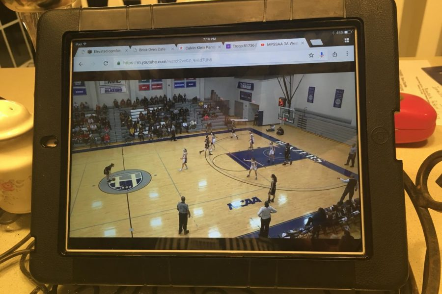 LHS+students+view+the+game+live+at+home+on+iPad.++