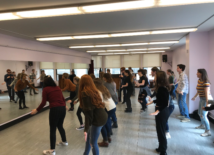 Drama+students+learn+a+song+and+dance+from+the+show+titled%2C+%22We+Dance%22+led+by+Broadway+actress+Simone.