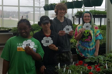 Class of 2018 Countdown: Horticulture seniors are busy with last plant sale
