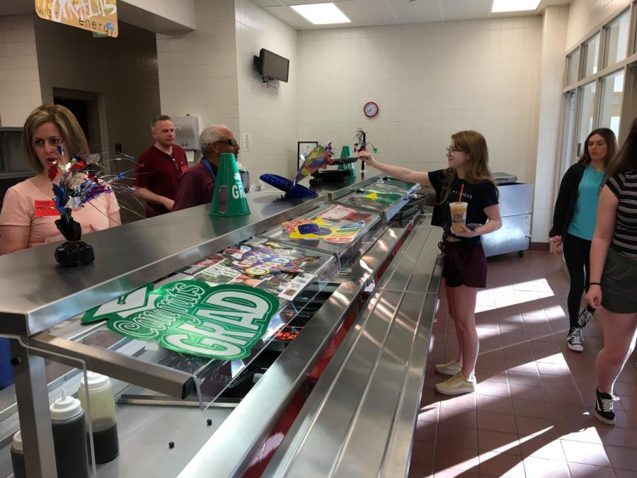 Breakfast+served+by+Alumni+Association+to+the+students.+Hailley+Kutchman+receives+her+meal.