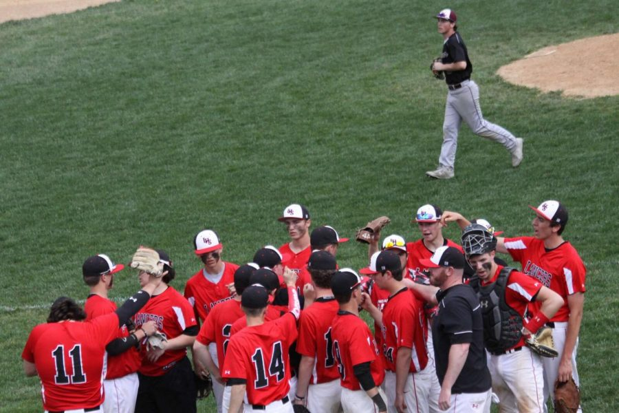 Linganore+Baseball+huddled+together+before+taking+the+field