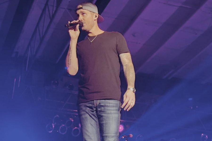 Brett Young made the fans go crazy while singing one of his most popular songs,