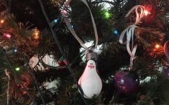 DIY Christmas Ornament: Make a penguin light bulb