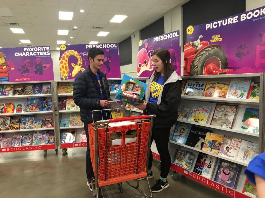 Seniors Alex Ismael and Kaley Henyon shop for books.
