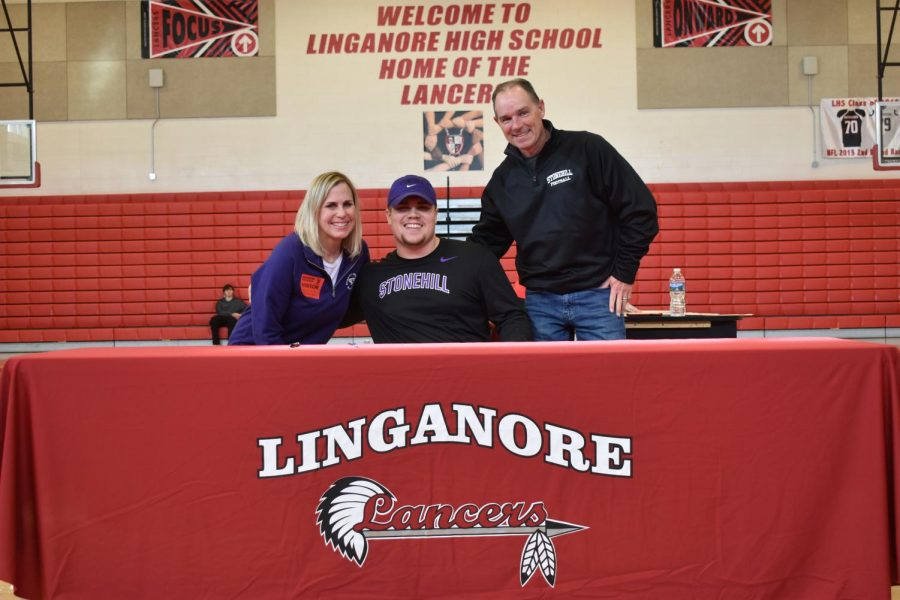 The Beekey family is all smiles after Matthew signs to Stonehill.