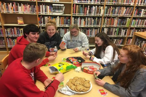 Dominic Barbagallo, Ethan Hart, Eleanor Miley, Reilly Kidwell, MaKenzie Llewellyn, and Tamara Ruddy play Apples to Apples at Game Night