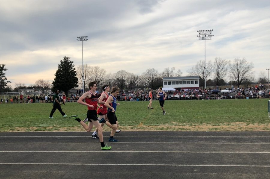 Ben Dill passes competition during the 800 meter race