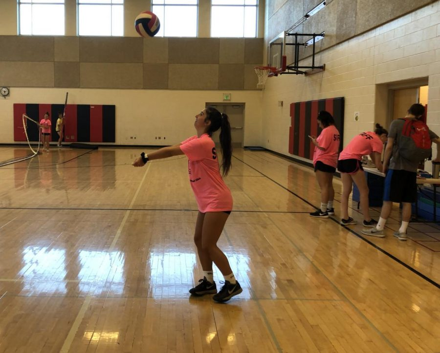 Grace+Coccagna+practices+at+the+volleyball+clinic.+