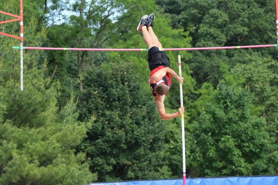 Carter Holsinger wins his fourth state pole vault title.