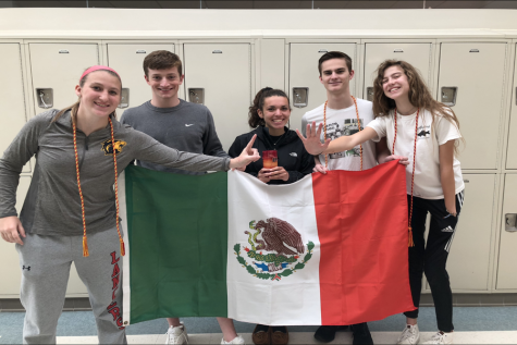 Senior Countdown 2019: ¡Quince días más! Spanish Honor Society celebrates their 15 last days