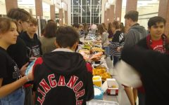 Drama takes a break in Tech Week with a tailgate dinner: Photo of the Day: 11/12/19