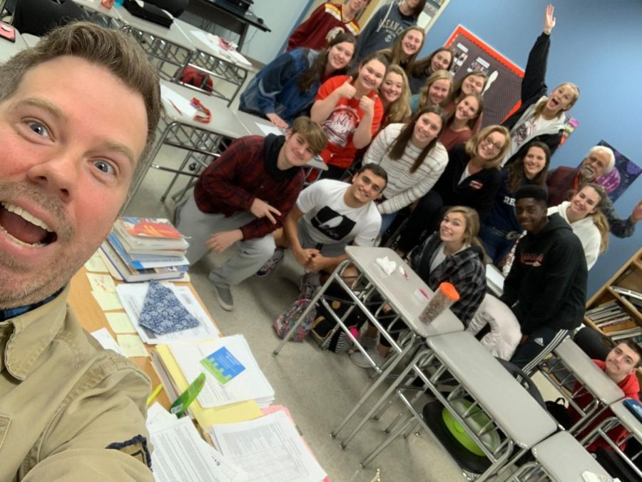 Edwin+Koester+takes+a+selfie+with+Lancer+Media+students.+