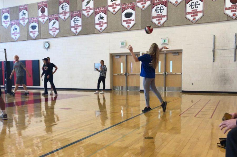 Senior Lauren Ryan serves the ball.