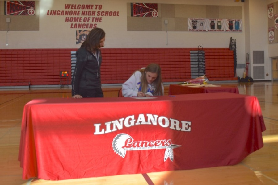 Jessica Buntman signs her National Letter of Intent to dive at The University of Pittsburgh.