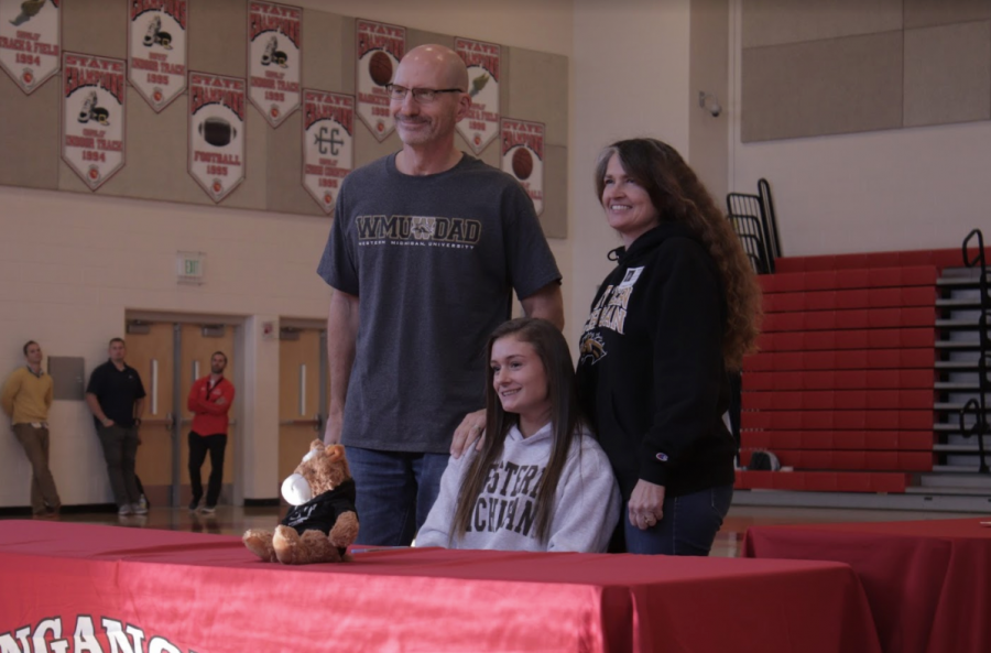 Sarah Moravansky and her parents after signing to Western Michigan