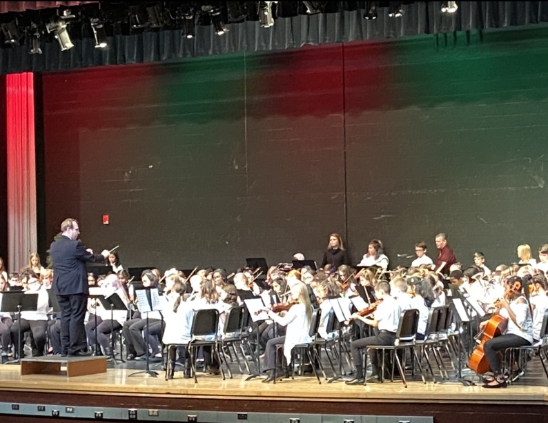 5th+Grade+Band+playing+Hanukkah+oh+Hanukkah+conducted+by+Mr.Berry.