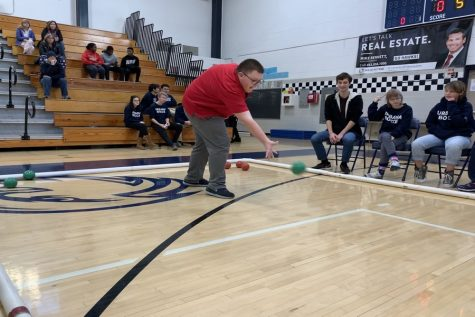 Staff stings the competition at annual spelling bee: Photo of the day 3/9/16