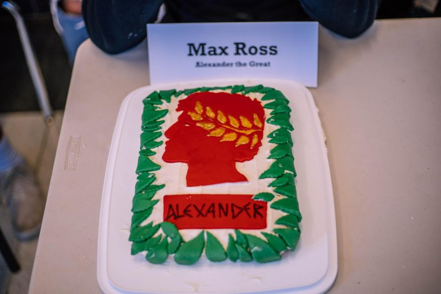Max+Ross%27+cake+includes+a+silhouette+of+his+character%2C+Alexander+the+Great%2C+made+fondant.