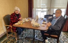 Residents of Country Meadows enjoy lunch with Covid-19 protocols.